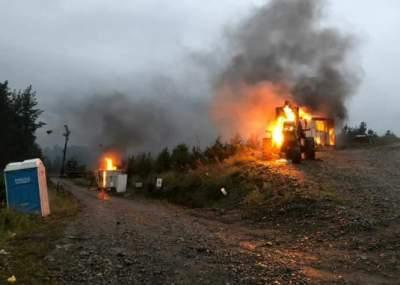 Desconocidos queman maquinaria forestal en Los Ríos