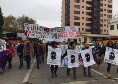 Estudiantes chilenos marchan para exigir una