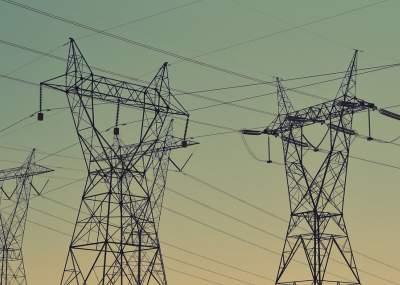 Aplican multas históricas a firmas eléctricas por cortes de luz tras nevazones