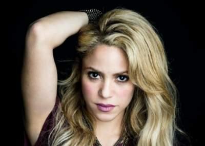Shakira seduce con sus caderas en